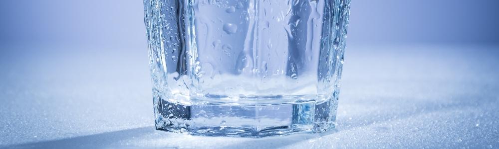 szklanka-wody-odrocona-osmoza